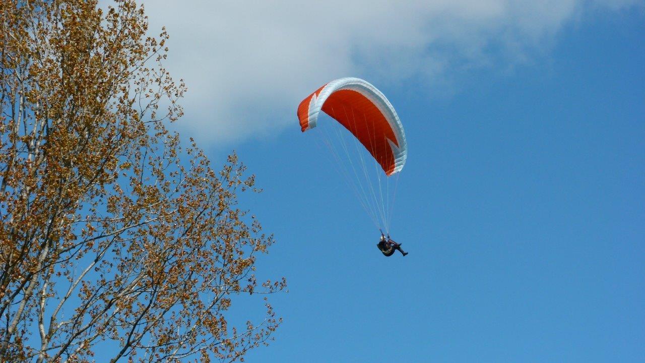 Paraglider über Flugplatz Görlitz