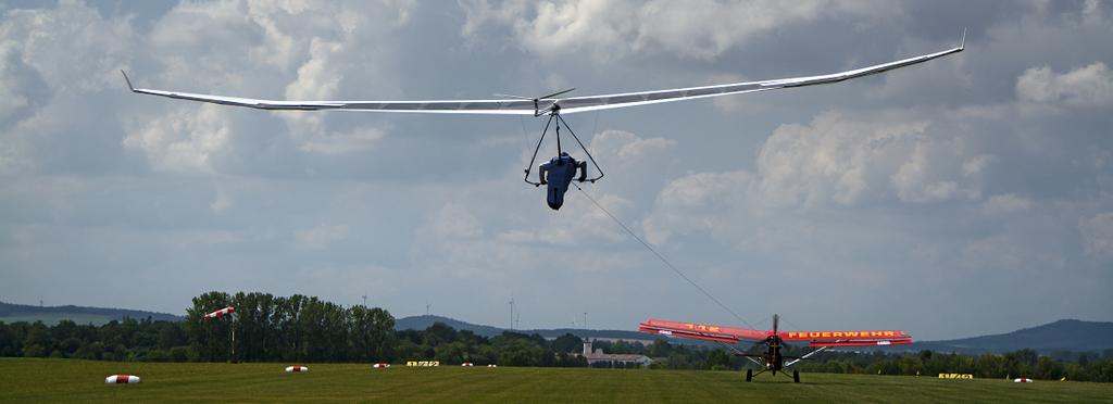 Drachen-UL-Schlepp auf dem Flugplatz Görlitz in Sachsen